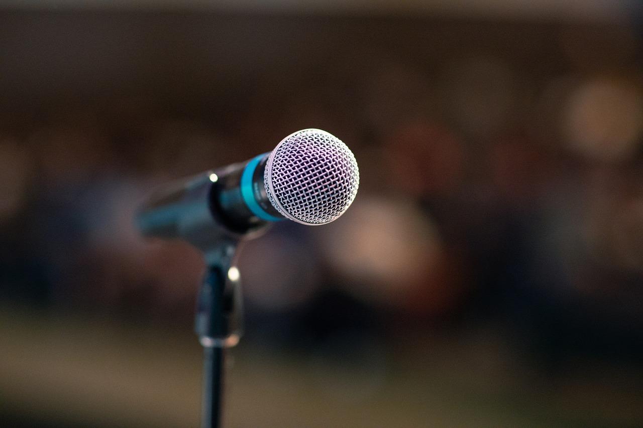 public-speaking-3926344_1280