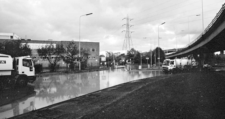 wwps-chigwell-road-floods-20001031-03